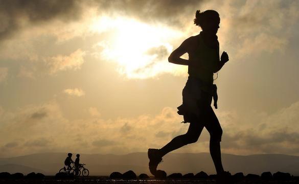 Was zieht man bei wie viel Grad zum joggen am besten an?